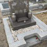御影の郡家墓地で追加彫りの準備と納骨式の立会いさせていただきます。