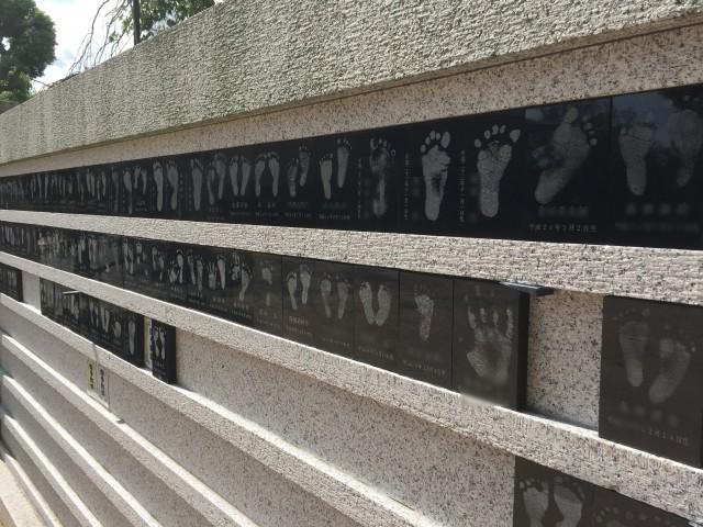 ゆずるは神社足跡石碑