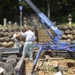 兵庫県養父市にて墓石の解体作業