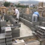 石屋墓園にて新しい永代供養墓を建立中
