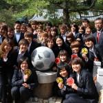 ゆずるは神社サッカーボール記念碑!INAC神戸「澤選手」達と!