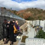 鵯越墓園にてお墓の霊標の文字彫り、納骨式