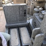 中勝寺墓地にて霊標板を追加工事