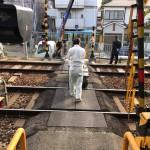 阪急電車の踏切をわたる隠れ家的お墓