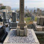 神戸春日野墓地の神道式墓石のメンテナンス。コンクリートの打ち直し、巻石の据え直し、花立修理を行いました。