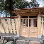 神戸市東灘区の弓弦羽神社内の修理工事、「松尾社」の塀の延べ石の据え直しを行いました。