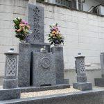 神戸市東灘区の寺院墓地に、庵治石細目黒口極上の上品な和型墓石が完成しました。