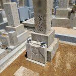 明石市の寺院墓地にてお墓のメンテナンス工事。納骨室作り直し、墓石のクリーニング、追加彫刻などを行いました。