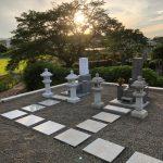 滋賀県の寺院墓地に先代のお墓の形を継承した和型墓石と墓前灯籠を建てさせていただきました。