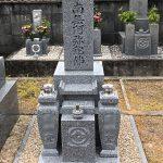 和歌山の寺院墓地に大島石の7寸和型墓石が完成、雑草対策の固まる土と淡路島産の天然の砂を使用しました。