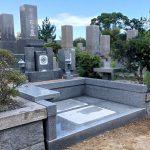 神戸市営舞子墓園にてお墓のリフォーム工事、アプローチ部分改造と雑草対策でお参りしやすいお墓になりました。