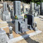 奈良県宇陀市の西光寺にてお墓の建替え工事で黒龍石の9寸和型墓石が完成。レジンストーンを敷いたお参りしやすいお墓です。