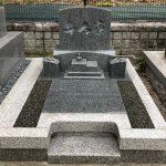神戸市東灘区の郡家墓地に、お施主様直筆の家名を彫刻した唯一無二のデザイン墓石が完成しました。