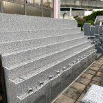 明石市の長寿院に永代供養墓が完成。小さめの墓石を建立し、個別のカロートに納骨できます。