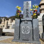神戸市の春日野墓地に黒龍石の和型墓石が完成、神戸型にアレンジを加えたシンプルで上品な和型墓石です。
