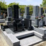 神戸市の西神墓園にインドM10の9寸和型墓石が完成しました。納骨室に間仕切りを設けた両家墓です。
