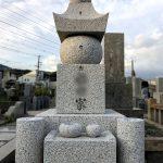 神戸市の石屋墓園にオール万成石の古代型五輪塔が完成。のみ切り仕上げで風格のある仕上がりになりました。