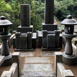 神戸市の追谷墓園で雑草とり&お墓のクリーニングを行いました。苔や泥はねが落ちてスッキリとしたお墓になりました。